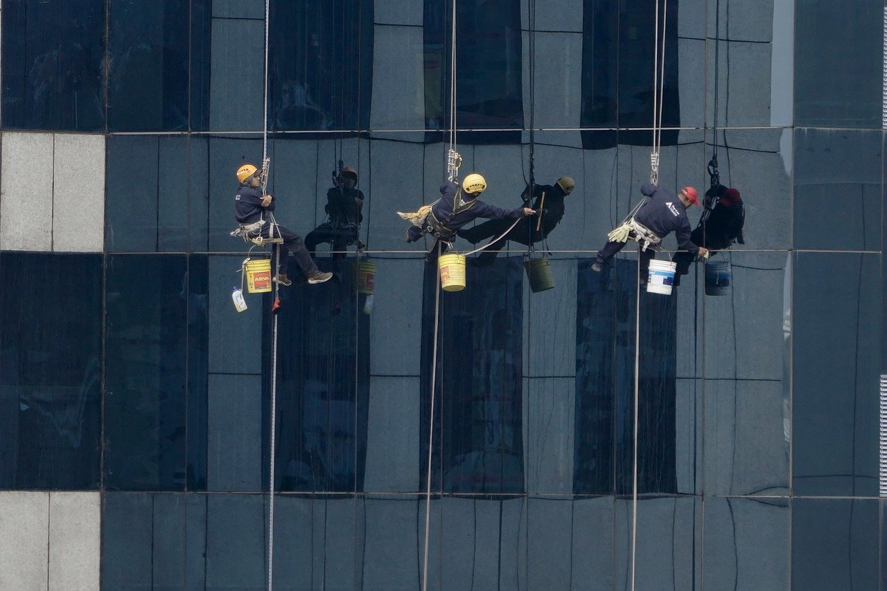 What you should consider when hiring a window cleaning service